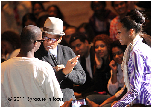 D.L. Hughley tries to make a love connection between students at Syracuse Unviersity