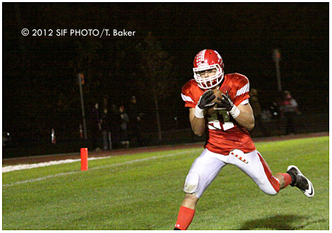 JD widereceiver Ben Honis catches a touchdown as the second quarter began.