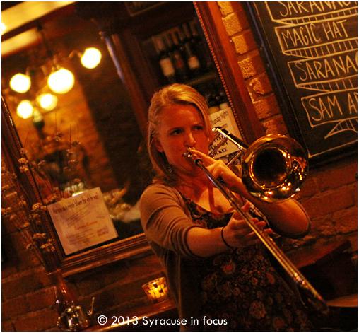 Melissa Gardiner, Live at Phoebes