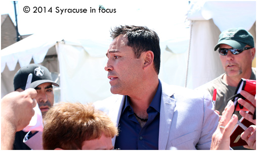 Boxer-turned promoter Oscar De La Hoya was swarmed by fans when he arrived at the International Boxing Hall of Fame this weekend.