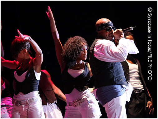 Hammer on stage at the NYS Fair (Chevy Court) with his hype dancers (circa 2009)
