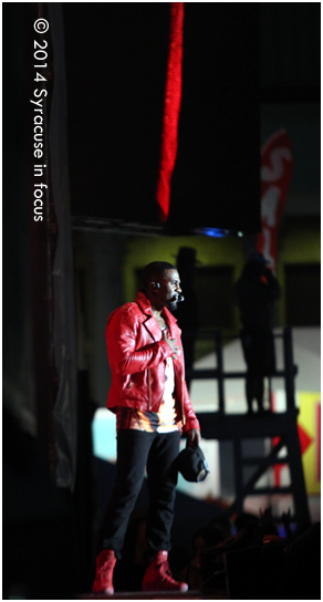 Singer Jason Derulo, the modern-day dance machine, wowed the crowd at Chevy Court on Friday night.