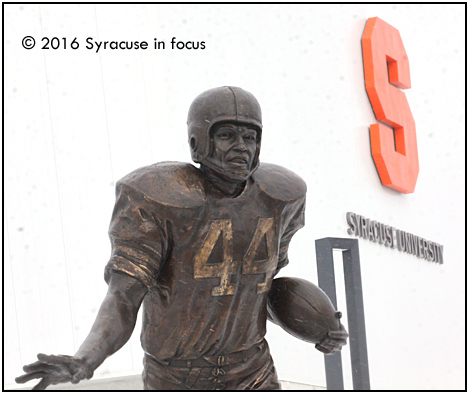 Jim Brown statue, <a href=