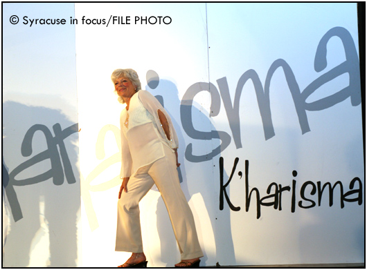Kharisma Fashion show, Palace Theater (2009)