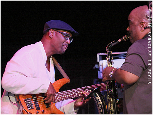 Gerald Veasley (left) and Walter Beasley jammed at the New York State Fair on Saturday night.